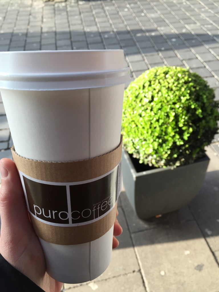 Kaffee to go vor Buchsbaum ;)