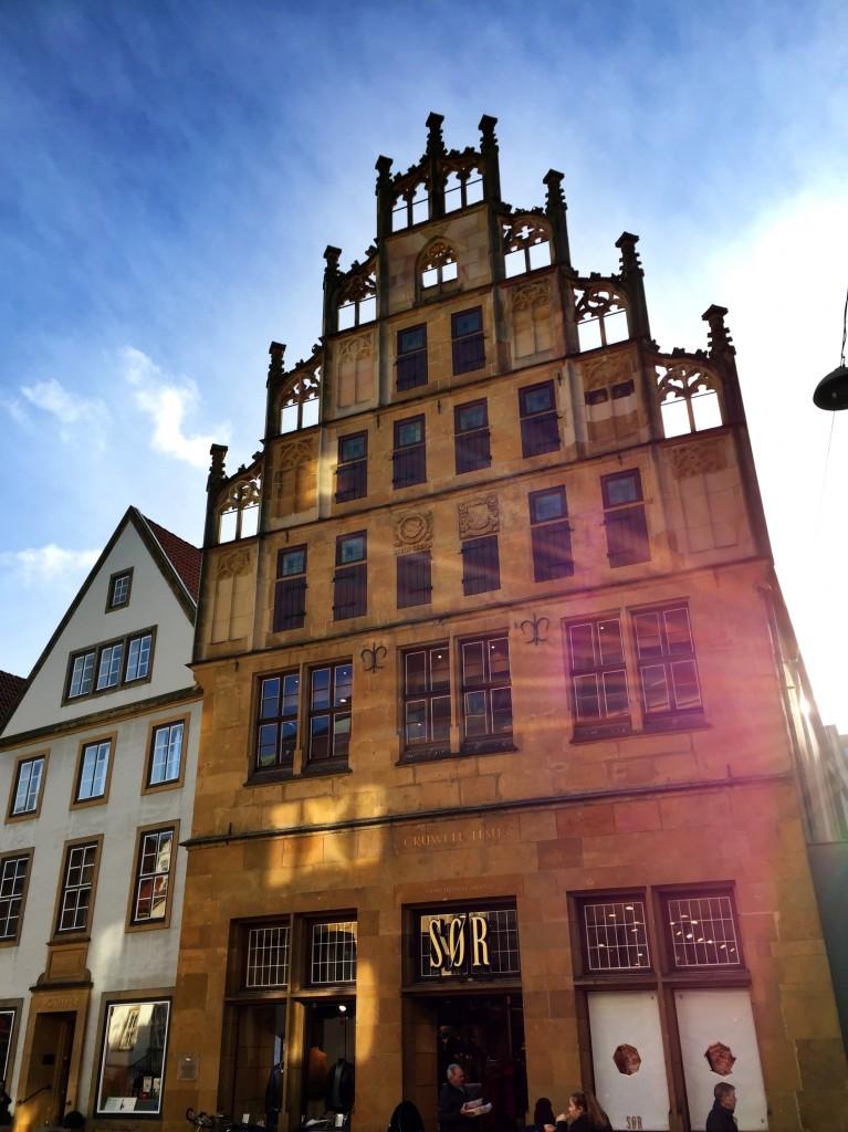 Fassade des Crüwell-Hauses in der Bielefelder Altstadt.