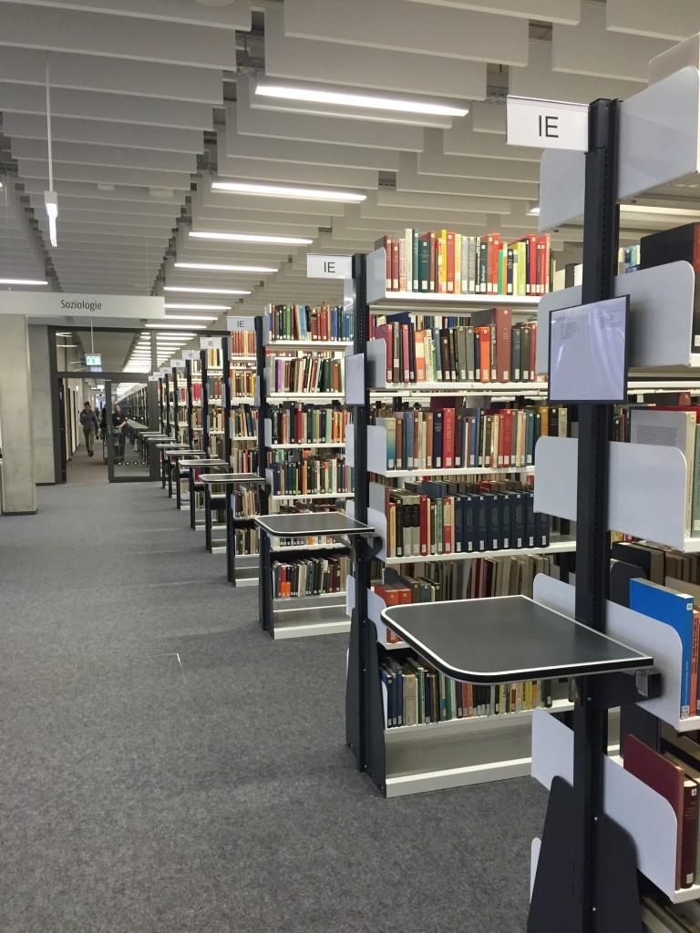 Fachbibliothek Soziologie im Gebäude X der Universität Bielefeld.