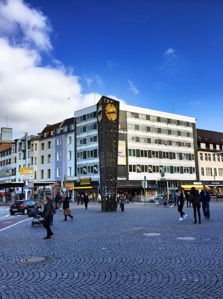 Jahnplatz mit Kahnplatz-Uhr