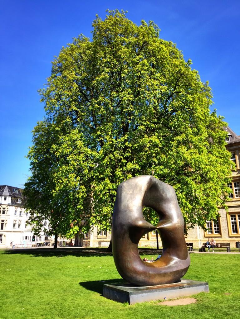 """""""Oval mit Spitzen"""", Kastanienbaum und jede Menge blauer Himmel <3"""