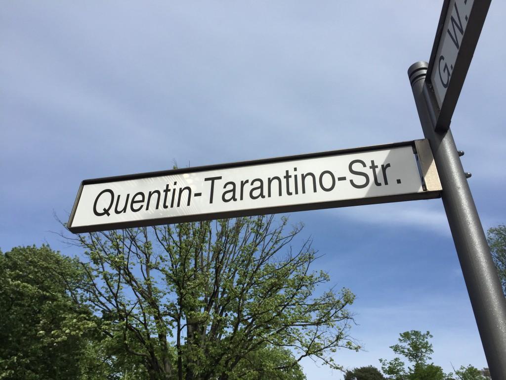 Straßenschild: Quentin-Tarantino-Straße auf dem Gelände des Filmstudios in Babelsberg.